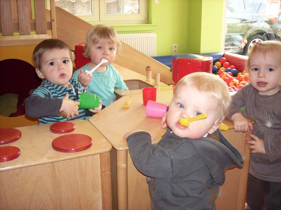 4 kindjes die spelen